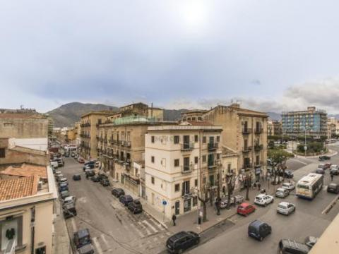COD.0000000522 - Penthouse with terrace on Piazza Giulio Cesare