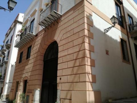 noble new 4 rooms height of 7 metres ,E. 700,00